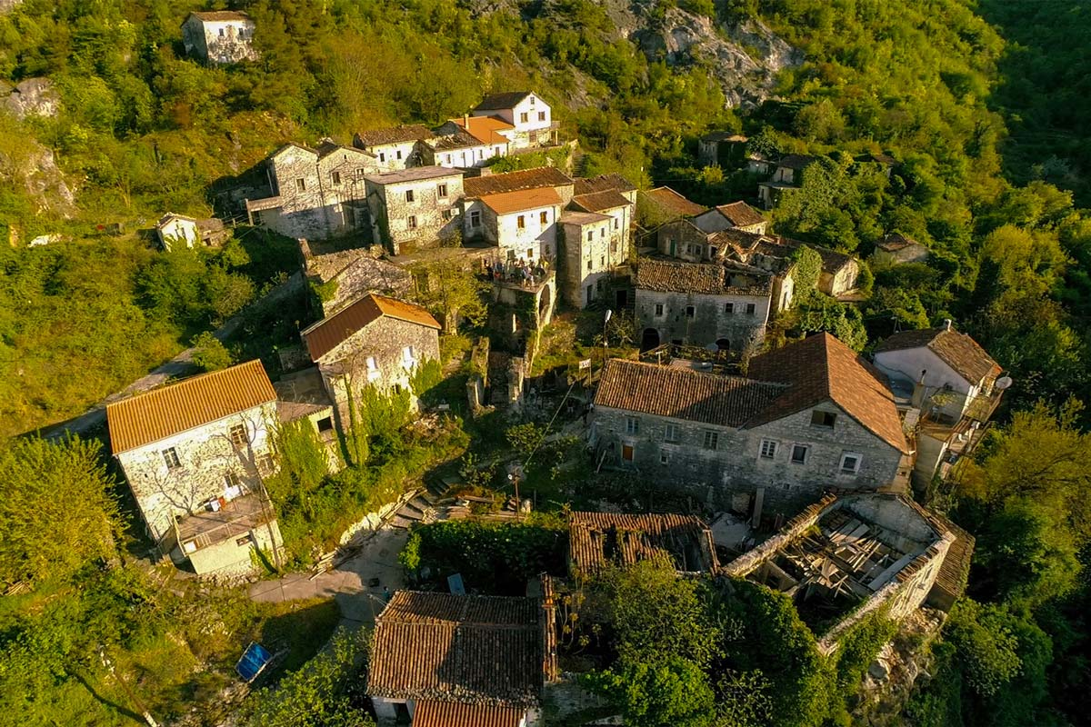 Montenegro Skadar Lake, Godinje historical village guided group tour